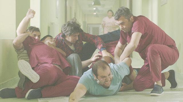 Giray Altınok, Fırat Albayram ve Sami Aksu filmin başrollerinde.