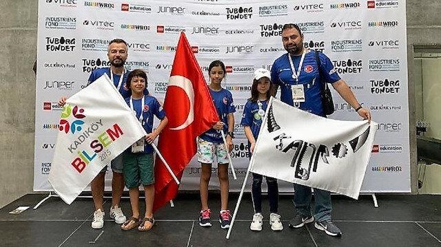 Dünya Robot Olimpiyatları'na (World Robotic Olympiad) katılan Kadıköy BİLSEM öğrencileri Ayşe Ada Beğendi, Rüzgar Ertem ve Ada Aktoğu, 32 ülkeden 158 takımın katıldığı yarışmada, kurallı WeDo kategorisinde dünya ikincisi oldu.