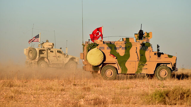Ortak devriye atan Türk ve ABD zırhlıları.