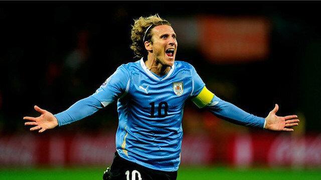 Uruguaylı efsane oyuncu Diego Forlan, profesyonel futbol kariyerini noktaladığını açıkladı.