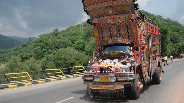 Pakistanın şıngırdayan sanatı: Süslü kamyonlar