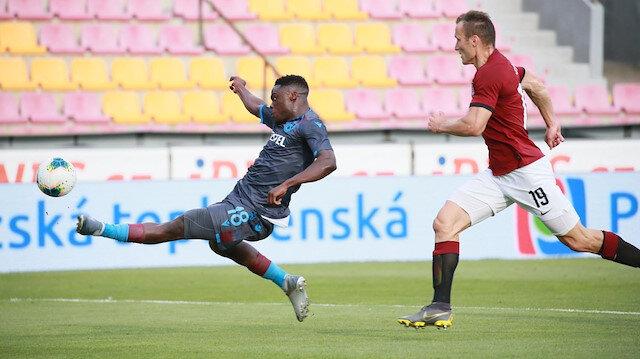 Trabzonspor'un karşılaşmadaki ilk golü Ekuban'dan geldi.