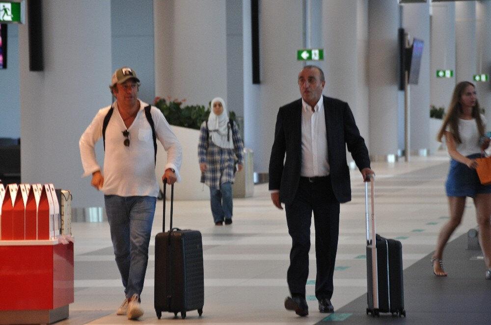 Abdurrahim Albayrak ve Ahmet Bulut havaalanında böyle görüntülendi.