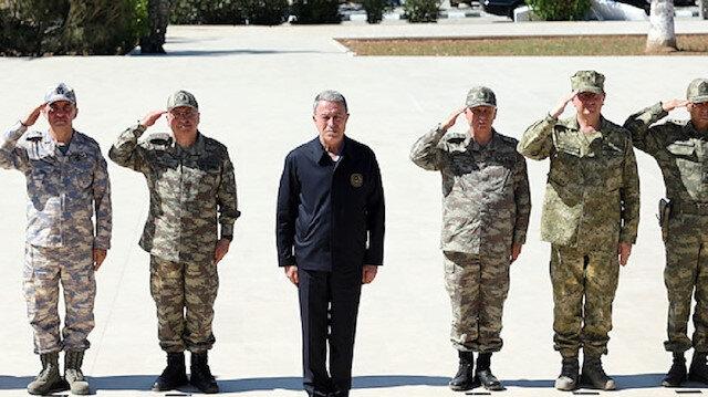 برفقة قادة الجيش الكبار.. وزير الدفاع التركي يتفقد هذه المنطقة