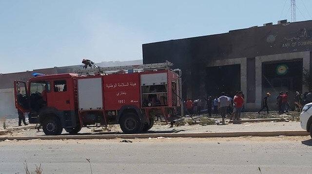 Aracın patladığı yere itfaiye ekipleri yönlendirildi.