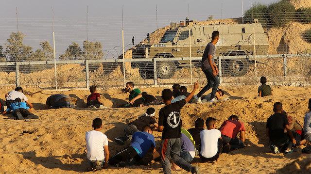 İsrail ordusu bu sabah erken saatlerde Gazze sınırı yakınında Hamas Hareketi'nin yönettiği İçişlerine ait bir bölgeyi otomatik silahlarla taramıştı.