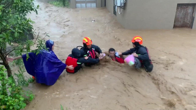 Super typhoon brings rainstorms, floods villages in east China
