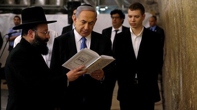 Yair Netanyahu, daha önce de yaptığı bir paylaşımda Türk bayrağına hakaret etmişti.