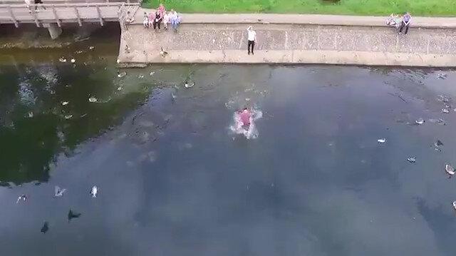Düşen drone yi kurtarmak için gölete atladı
