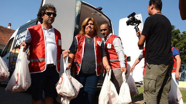 الهلال الأحمر التركي يوزع لحوم أضاحي في البوسنة