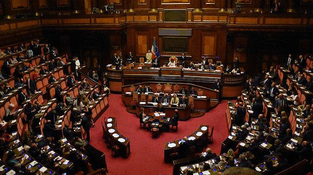 İtalya'daki hükümet krizi büyüyor