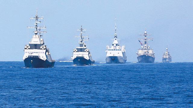 İsrail tarihinin en büyük deniz tatbikatını, geçtiğimiz hafta, ABD, Fransa, İngiltere dahil olmak üzere on ülkenin katıldığı Mighty Wa ves (Güçlü Dalgalar) adıyla kendi kıyı şeridinde gerçekleştirmişti.