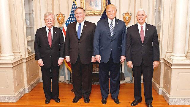 John Bolton, Mike Pompeo, Donald Trump, ve Mike Pence