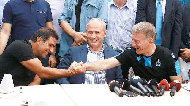 Cahit Turhan (Ortada) ve Ahmet Ağaoğlu (Sağda)
