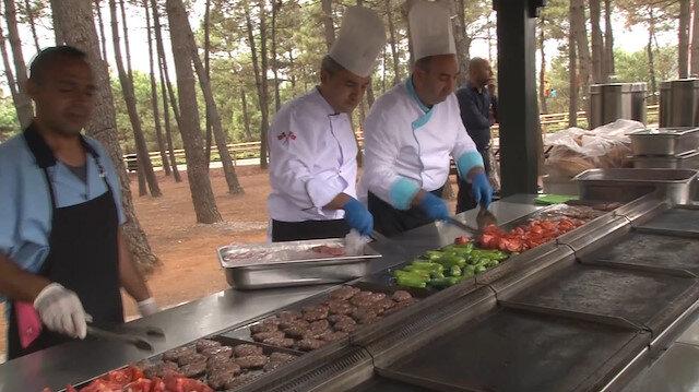Ümraniye Belediyesinden piknikçilere merkezi mangal hizmeti