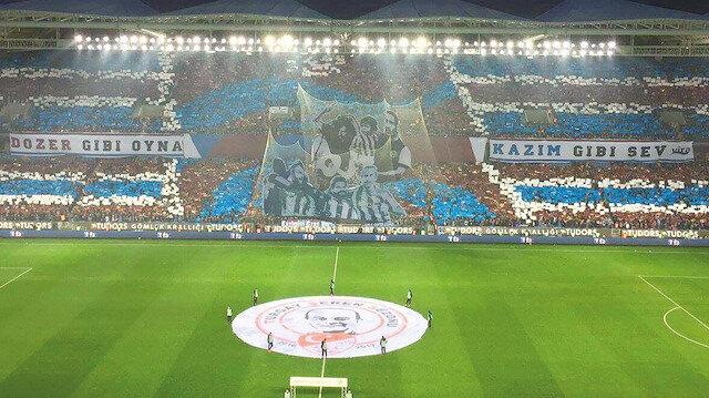 Trabzonspor taraftarlarından kareografi şovu.