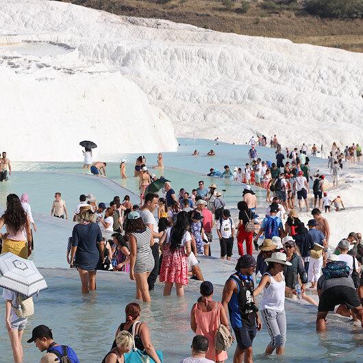 Tourists flock to Pamukkale, Turkey's thermal paradise