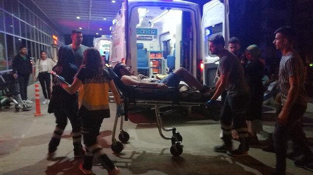 Akrabalar arasında çıkan kavgada 2 kişi yaralandı.