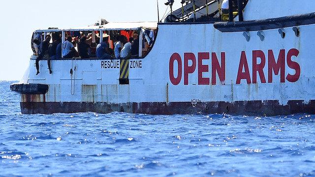 Open Arms'dan 13 düzensiz göçmen daha indirildi