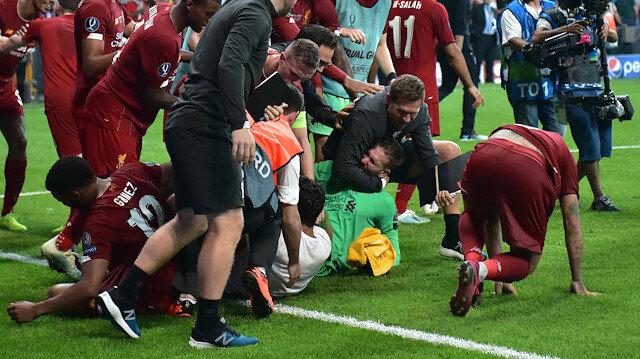 Sahaya giren Türk taraftar Liverpool'un kalecisini sakatlamış