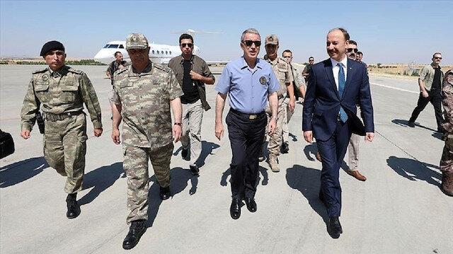 وزير الدفاع التركي يتفقد