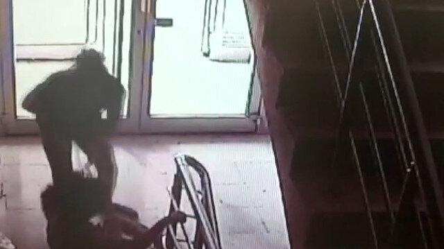 Öğretmen kadın komşusunun kızına omuz atıp darp etti