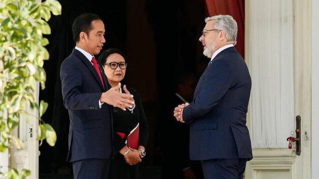 Endonezya Büyükelçisi Mahmut Erol Kılıç ve Endonezya Devlet Başkanı Joko Widodo.