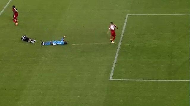 Sivasspor-Beşiktaş maçında korkutan an: Hastaneye kaldırıldı