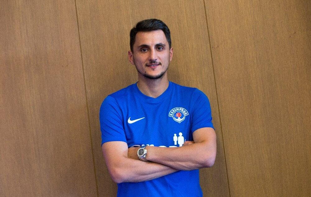 Kasımpaşa, geçtiğimiz sezon Beşiktaş forması giyen Mustafa Pektemek ile 2 yıllığına anlaştı.
