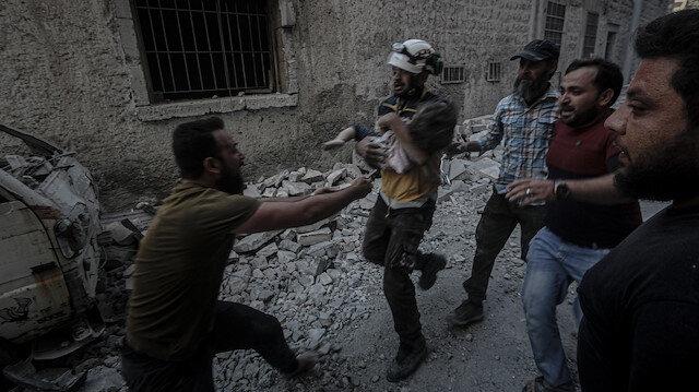 Rusya İdlib'te köyü vurdu