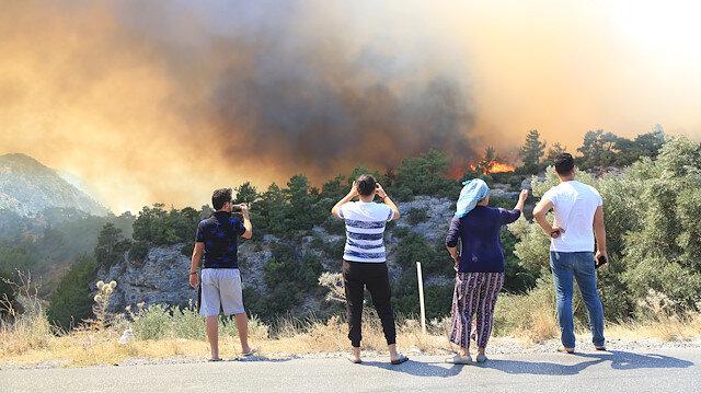 Muğla'da ve İzmir'de 4 ayrı orman yangını