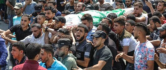 Gazze 3 şehidini uğurladı