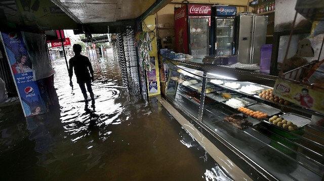 Hindistan'da muson yağmurları binden fazla ölüme neden oldu.
