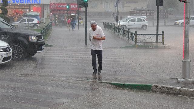 Meteoroloji'den İstanbul ve çok sayıda kente sağanak uyarısı