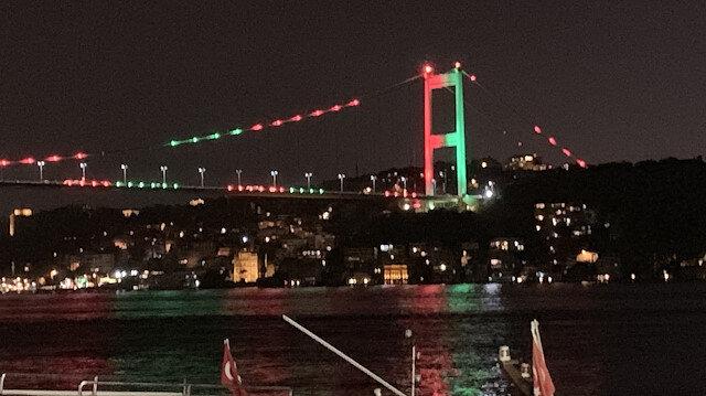 Köprüler Afganistan için kırmızı ve yeşil ile aydınlatıldı