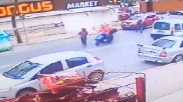 Güngören'de motosikletlinin kadına çarpma anı kamerada