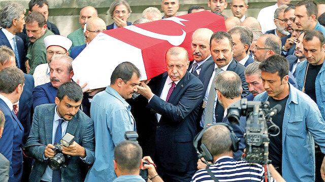 Cenazeye birçok seveninin yanı sıra Cumhurbaşkanı Recep Tayyip Erdoğan da katıldı.