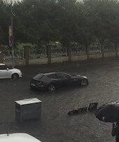 Milyon liralık Ferrarisuda mahsur kaldı