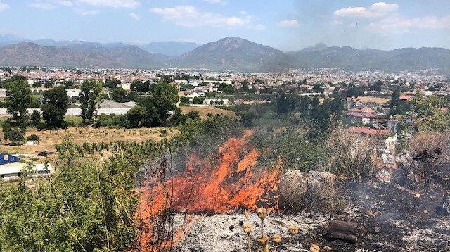 Fethiye'deki orman yangınına havadan ve karadan müdahale