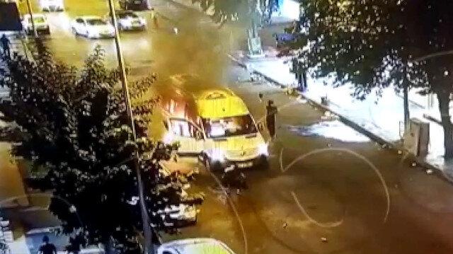 PKK'lı teröristlerin cadde ortasında minibüsü yakma anı