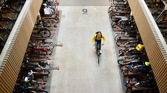 هولندا تفتتح أكبر مرآب في العالم لوقوف الدراجات الهوائية