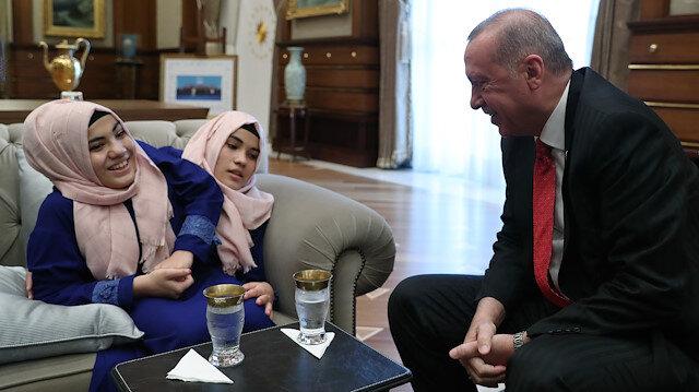 Cumhurbaşkanı Erdoğan siyam ikizlerini kabul etti