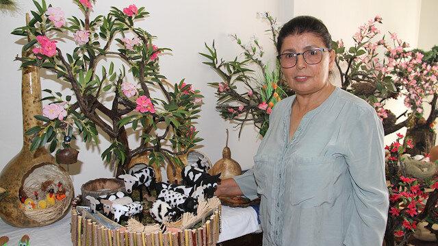 تركية تتفنن في تحويل نباتات إلى أدوات زينة