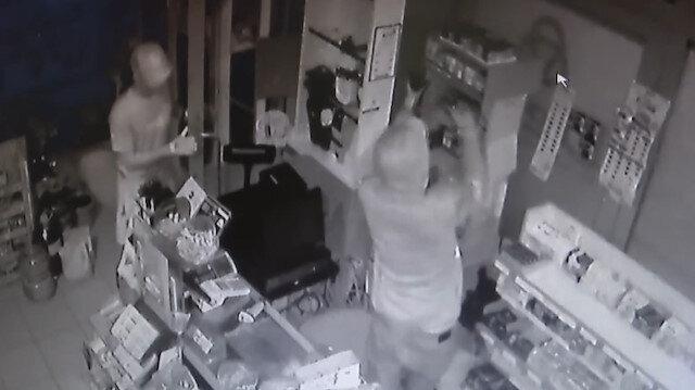 Sigara hırsızları kamerada