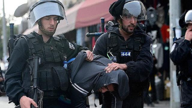 الجيش الإسرائيلي يحتجز مصور الأناضول غربي رام الله