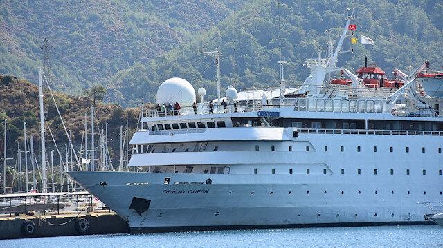 سفينة سياحية ضخمة ترسو في ميناء مرمريس التركية