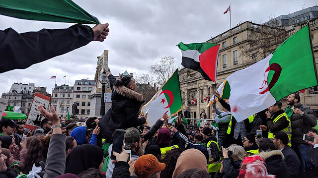 Cezayir'de Buteflika rejimi temsilcileri protesto edildi