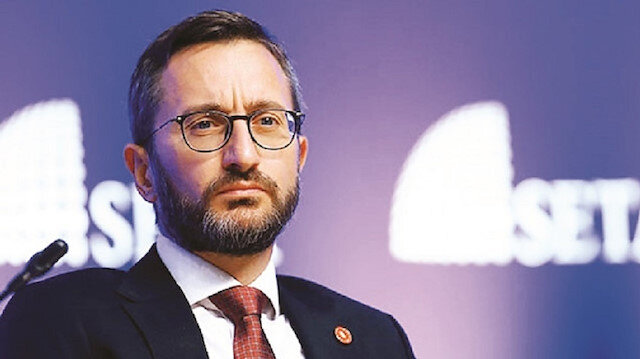 مسؤول تركي يفند مزاعم ترحيل السوريين خارج تركيا.. ماذا قال؟