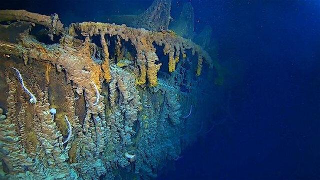 Batmayan gemi Titanik eriyor