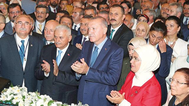 Cumhurbaşkanı Erdoğan AK Parti'nin kuruluş yıl dönümü nedeniyle düzenlenen organizasyona katıldı. Etkinliğe Erdoğan'ın yanı sıra eşi Emine Erdoğan, Fuat Oktay ve Binali Yıldırım da katıldı.